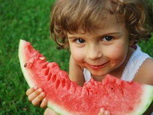τροφη καρπούζι παιδι κορίτσι