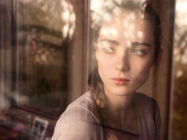 αναμνήσεις παράθυρο μελαγχολία συναισθήματα