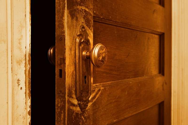 Η υπόθεση που θα κάνετε για την ανοικτή πόρτα θα δείξει αν είστε υπεραναλυτικός, χαλαρός ή προσεκτικός