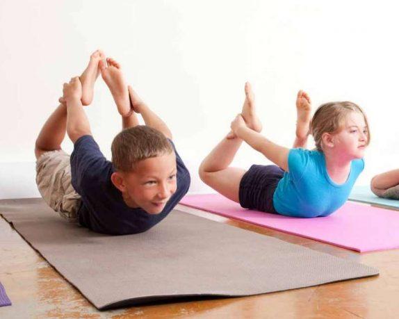 http://enallaktikidrasi.com/2016/09/yoga-paidia-5-logoi-axizei-dokimasete/