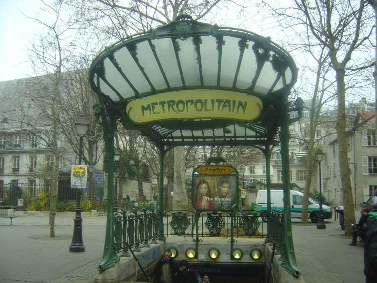 art_nouveau_metro_station_abesses_paris_-_2011
