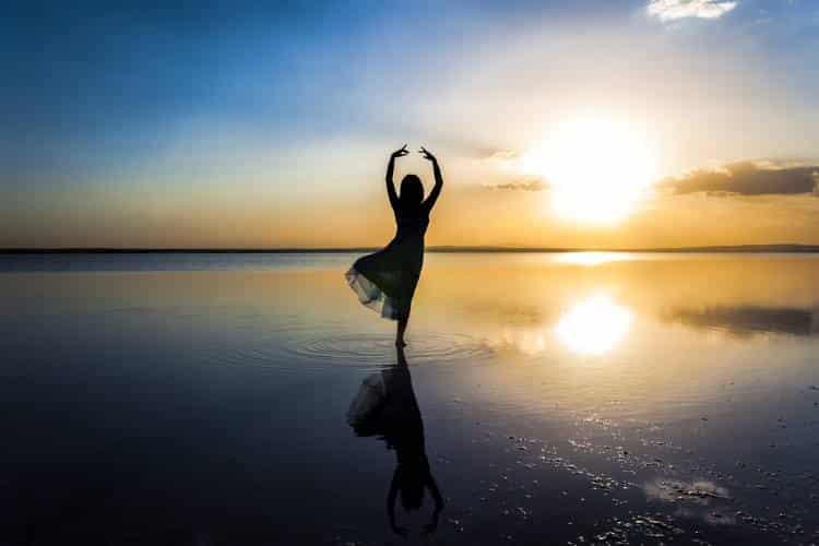 Αν περιμένεις μέχρι να γίνεις τέλειος για να αγαπήσεις τον εαυτό σου, η ζωή σου θα πάει χαμένη
