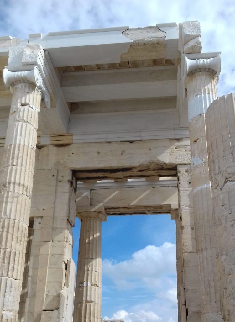 http://enallaktikidrasi.com/2017/10/akropoli-fos-megalis-gnosis/