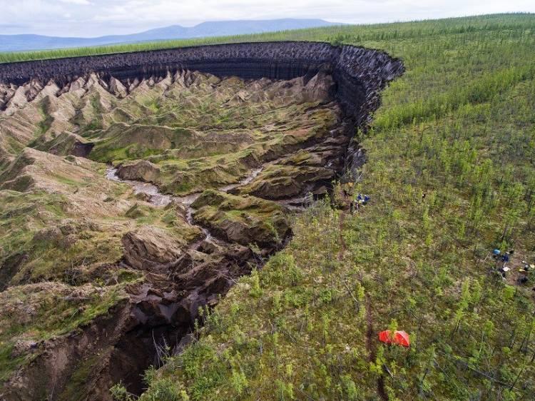 Η «πύλη του κάτω κόσμου» στη Σιβηρία μεγαλώνει τόσο που... αποκαλύπτει αρχαία δάση!