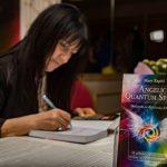 Μαίρη Ζαπίτη: Αναπαράσταση Κβαντικού Πεδίου και Αγγελικές Σπείρες | Συνέντευξη με τη συγγραφέα του πιο πρωτότυπου βιβλίου