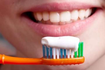 οδοντόπαστα και βούρτισμα