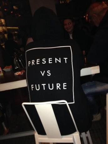 Παρόν εναντίον Μέλλοντος. Present vs Future