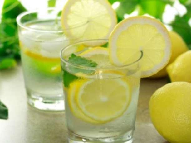 λεμόνι με νερό, λεμονόνερο, νερό με λεμόνι