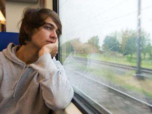 αναμνήσεις συναισθήματα νοσταλγία παράθυρο βλέμμα μνήμη