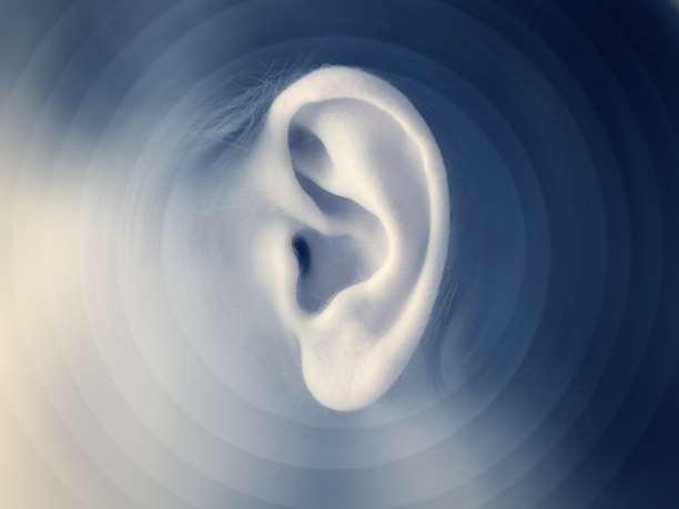 Γιατί δεν πρέπει να καθαρίζετε τα αυτιά σας με μπατονέτες