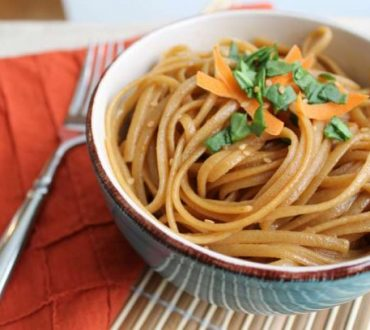 Συνταγή: Μακαρονάδα με μυρωδικά και σόγια