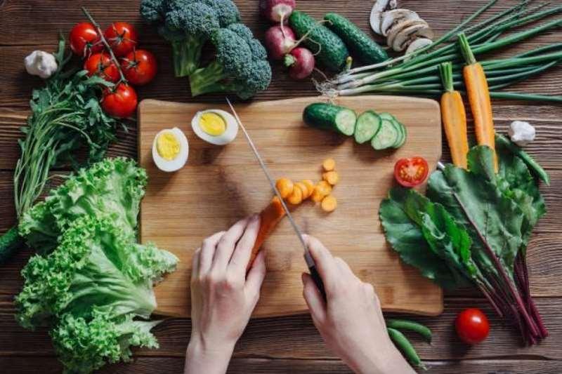 4 λαχανικά που αν μαγειρευτούν είναι πιο θρεπτικά
