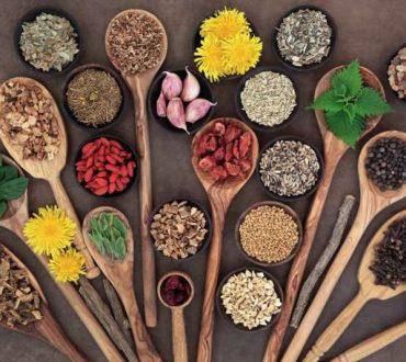 Μυρωδικά και μπαχαρικά που αντικαθιστούν τη ζάχαρη και το αλάτι στις τροφές