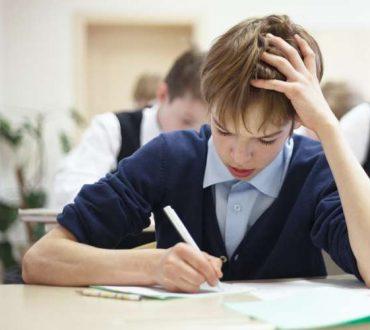 Τρόποι που οι γονείς μπορούν να βοηθήσουν ένα παιδί που αγωνίζεται με το σχολικό άγχος