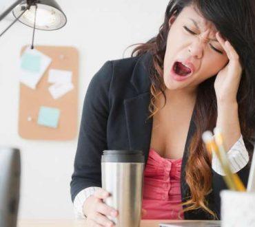 Ξυπνάτε κουρασμένοι το πρωί; Ποιες συνήθειες ευθύνονται και πώς να το αλλάξετε