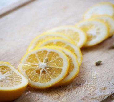 Βάλτε κομμένο λεμόνι σε φέτες δίπλα στο κρεβάτι και απολαύστε τα οφέλη του