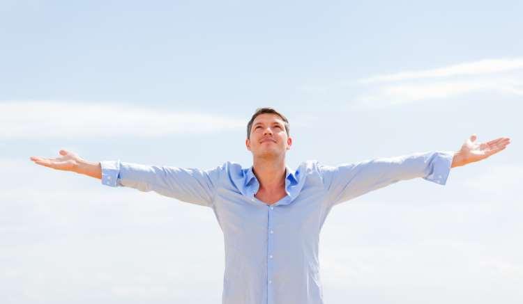 Οι λύσεις που προτείνει η θετική ψυχολογία για να είστε ευτυχισμένοι μέσα στην κρίση