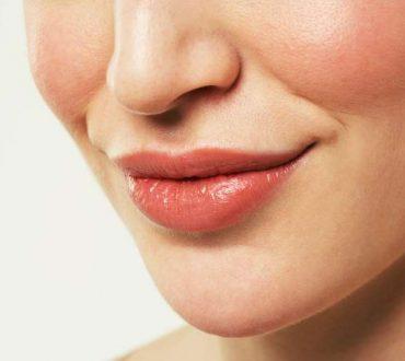 Σπιτική συνταγή για σκασμένα και ταλαιπωρημένα χείλη
