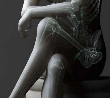 Σταυρώνετε τα πόδια σας όταν κάθεστε; Δείτε πώς επηρεάζει την υγεία σας