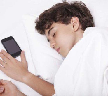 Οι συνέπειες της «οθόνης» στην ποιότητα ύπνου των παιδιών