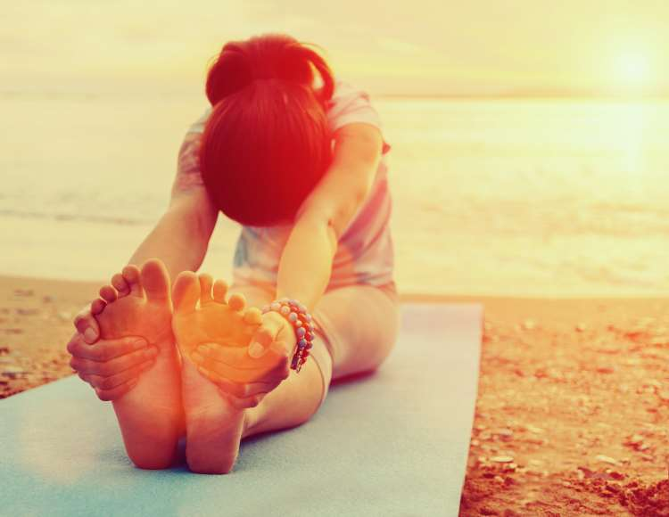 aisthimata-panikou-diaxeirisi-meso-yoga-cbt-techniques