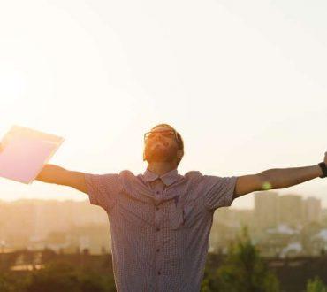Γιατί η επιδίωξη της ευτυχίας δεν μας κάνει πραγματικά ευτυχισμένους