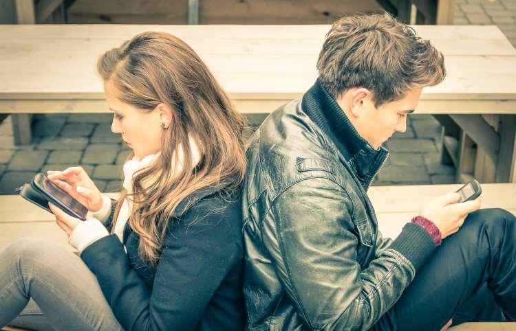 Κοινωνικά Δίκτυα και ανθρώπινες σχέσεις: Λύση ή Πρόβλημα;