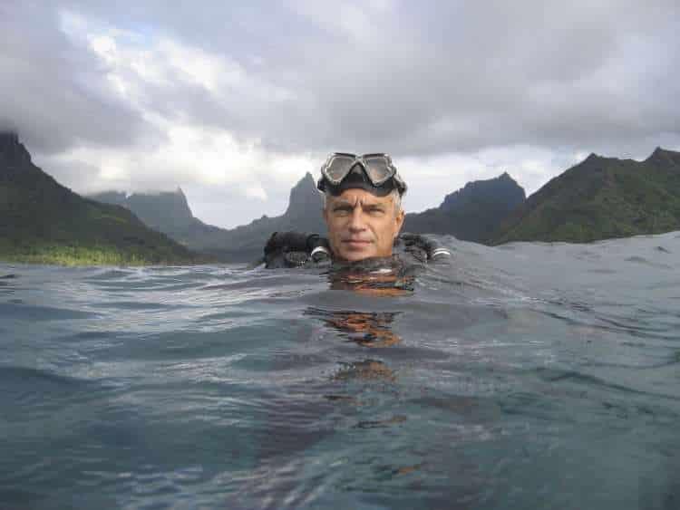 Ο Ελληνοαμερικανός που αποκάλυψε τη σφαγή 23.000 δελφινιών ετησίως!