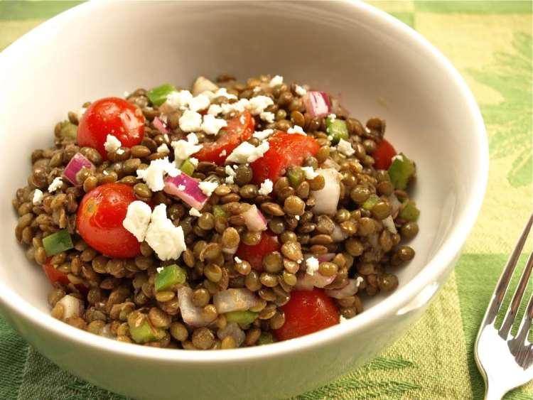 Φακές σαλάτα με λαχανικά και φουντούκι