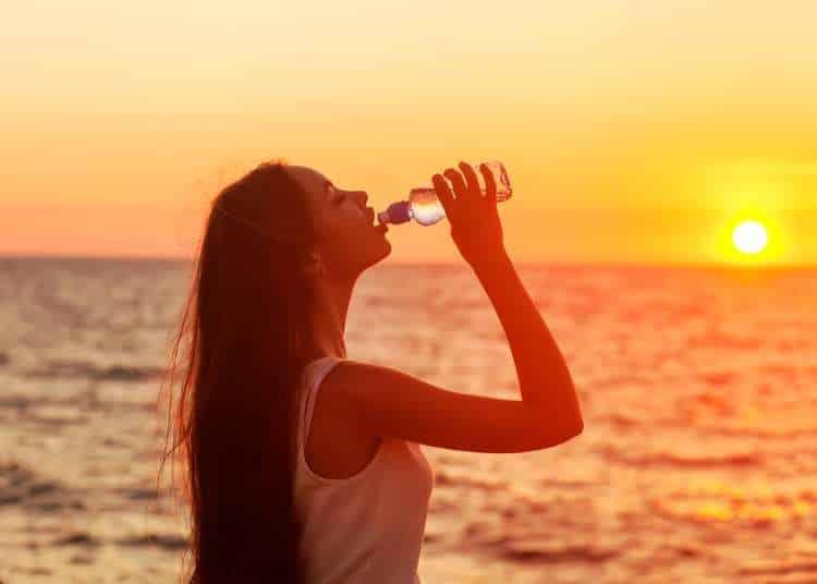 Αφυδάτωση: 5 ενδείξεις ότι ο οργανισμός σας χρειάζεται νερό