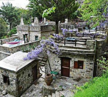Ένα ελληνικό χωριό στις καλύτερες «γωνιές» του πλανήτη