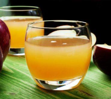 Φωτογραφία με χυμό με πηκτίνη μήλου για το άρθρο Πηκτίνη: Ποιες τροφές την περιέχουν, πως μας αποτοξινώνει και συνταγή για να τη φτιάξετε