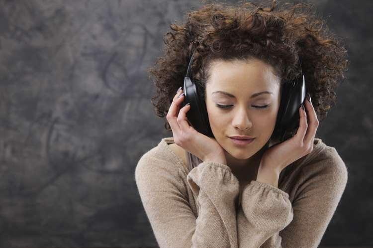 Πώς τα λυπημένα τραγούδια στην πραγματικότητα μας φτιάχνουν τη διάθεση