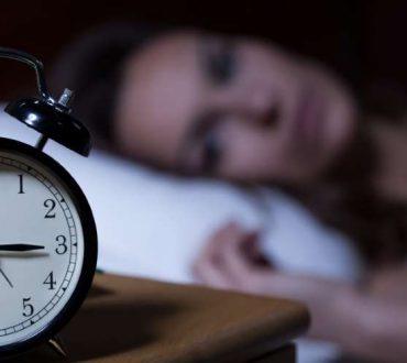 Το άγχος για τον ύπνο προκαλεί αϋπνία: Πώς να το αντιμετωπίσετε