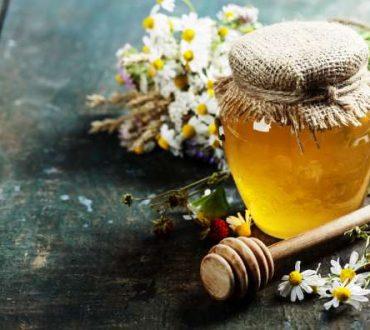 Μέλι: Τα οφέλη του και 3 πανίσχυρες συνταγές