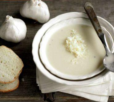 Πώς να απελευθερώσετε τις θεραπευτικές ιδιότητες του σκόρδου και συνταγή για σκορδόσουπα
