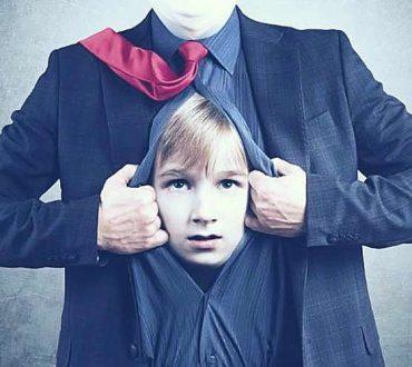 Το παιδί μέσα μας: Γιατί είναι τόσο σημαντική η αποκατάσταση της επικοινωνίας μας μαζί του;
