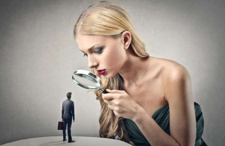 Όταν επικρίνουμε κάποιον άλλον δεν καθορίζουμε εκείνον αλλά τον εαυτό μας