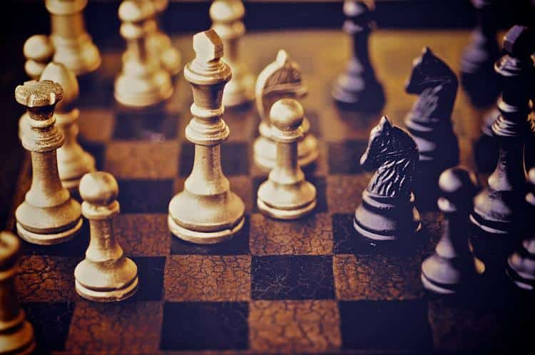 Ζώντας με στρατηγική: 50 μαθήματα που μας διδάσκει το σκάκι για τη ζωή