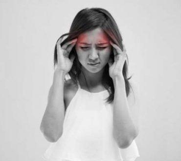 10 στάσεις της γιόγκα για να καταπολεμήσετε τους πονοκεφάλους
