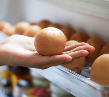 Τελικά πρέπει να διατηρούμε τα αυγά στο ψυγείο ή όχι;