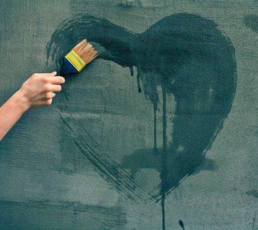 Μην αποφεύγετε τα δύσκολα συναισθήματα, έχουν αλήθειες να σας πουν