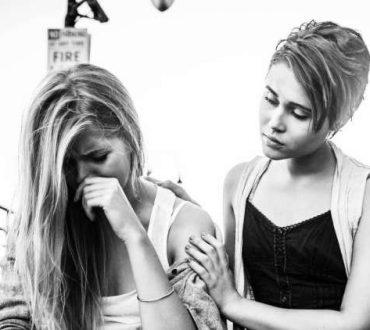 Γιατί δεν είναι καλό να λέτε σε κάποιον να μην κλαίει (και πώς μπορείτε να βοηθήσετε)
