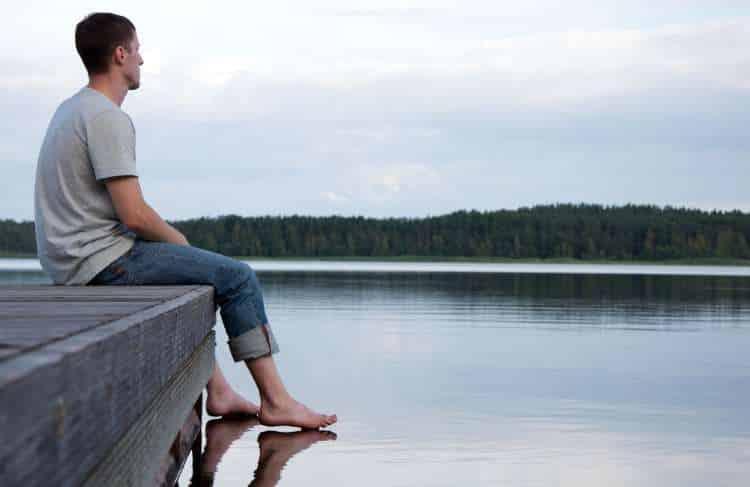 Καλοκαιρινή κατάθλιψη: Τι την προκαλεί και πώς να την αντιμετωπίσετε