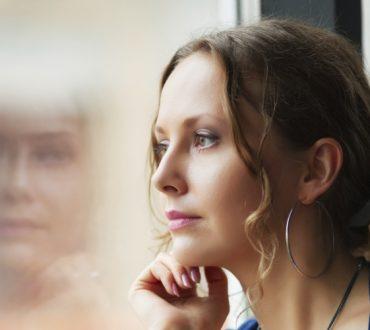 Οι κίνδυνοι της αυτο-απορρόφησης: Τι συμβαίνει όταν είμαστε αποσπασμένοι από τη ζωή;