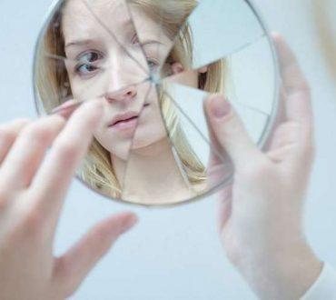 9 «συνήθειες» που μοιράζονται όσοι βίωσαν συναισθηματική κακοποίηση στην παιδική τους ηλικία