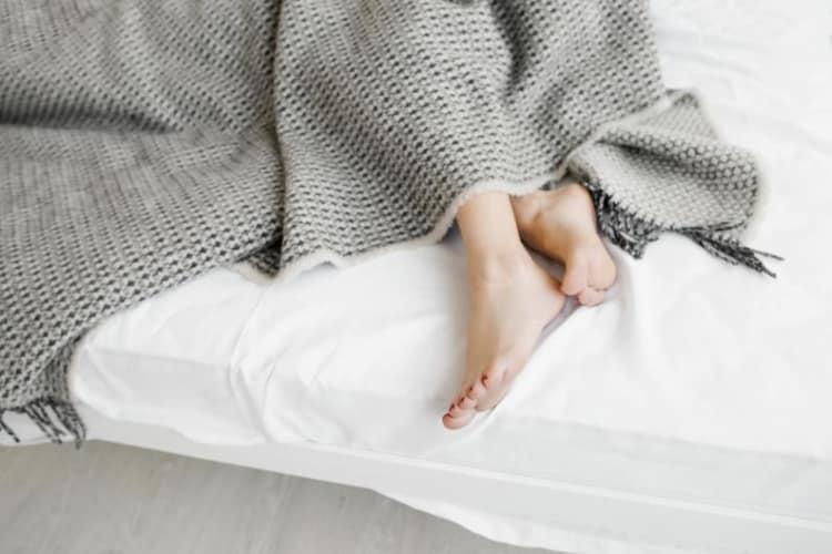 Σύνδρομο ανήσυχων ποδιών: Τα 7 συχνότερα σημάδια εμφάνισής του