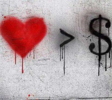 Το χρήμα τα νικά όλα, μα δεν τολμά να αγγίξει την αγάπη