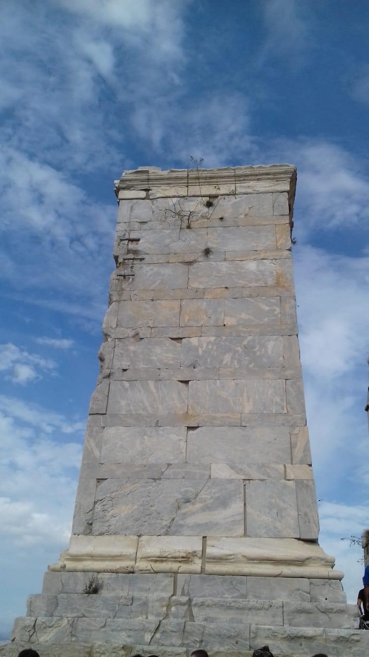 https://enallaktikidrasi.com/2017/10/akropoli-fos-megalis-gnosis/