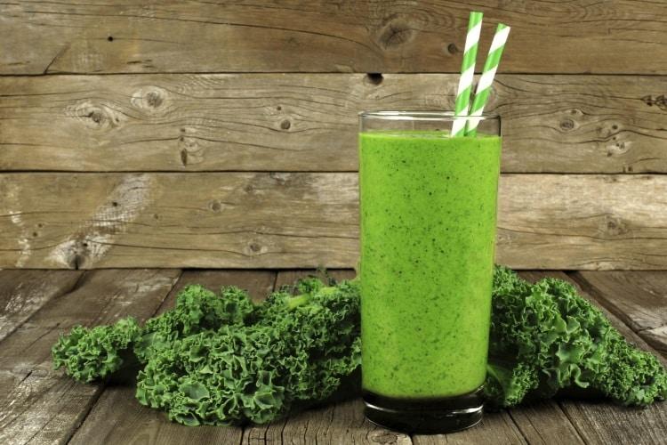 Τα οφέλη των πράσινων χυμών για το δέρμα (και μία εύκολη και γευστική συνταγή)